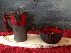 Cette cruche et ces bols aux couleurs de Noël viendront égayer votre table