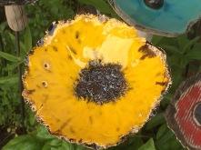 Les fleurs sont piquées sur une tige en inox (intérieur/extérieur)