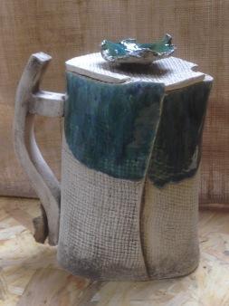 Carafe avec couvercle et décoration en forme de fleur