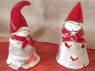 Placez une bougie dans la robe du lutin et vous aurez une ambiance chaleureuse pour Noël