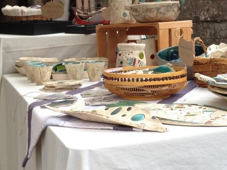 Pièces exposées au marché des potiers de Soufflenheim