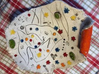 Plat réalisé par les enfants lors des ateliers de poterie