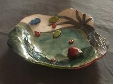 Plat réalisé par une fille de 13 ans lors d'un atelier de poterie