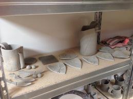 Pièces en cours de fabrication et séchage