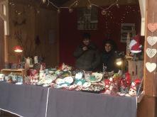 Sur mon stand au marché de Noël de Wissembourg avec mon fils Robin