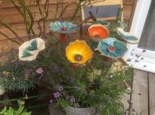 Les fleurs à piquer dans le sol ou dans un pot