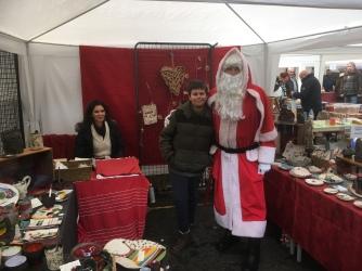 Visite du Père Noël sur mon stand. Merci pour les bonbons!
