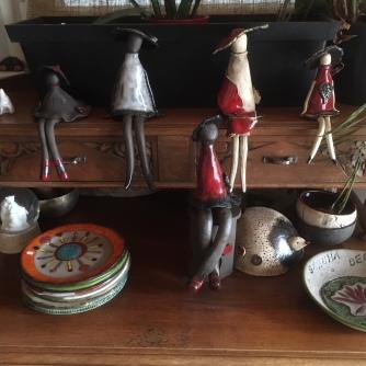 Statuettes décoratives. Asseyez les sur le bol qui pourra servir pour vos apéros