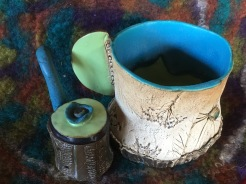 Tasse avec son infuseur à tisane ou thé