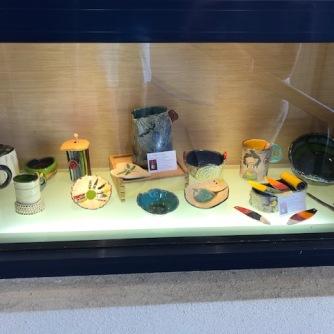 Mes pièces exposées dans la vitrine située à l'entrée de la mairie Niederbronn-les-Bains, durant le mois d'août 2020